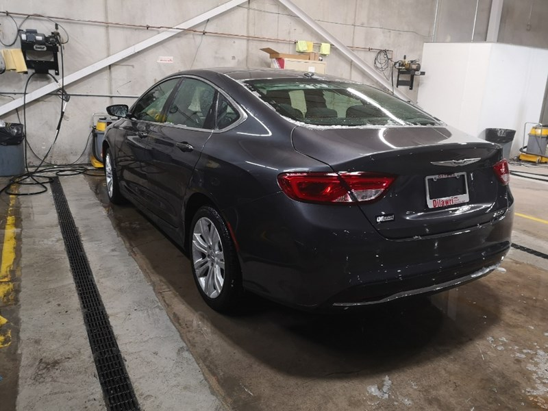 2016 Chrysler 200 FWD Limited w/ Uconnect