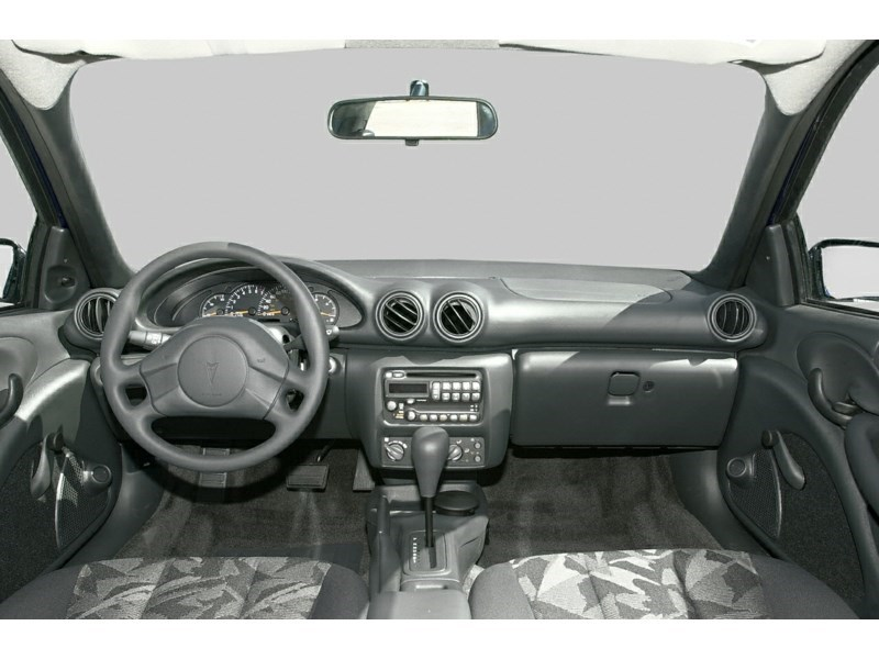 2003 Pontiac Sunfire SL Interior Shot 7