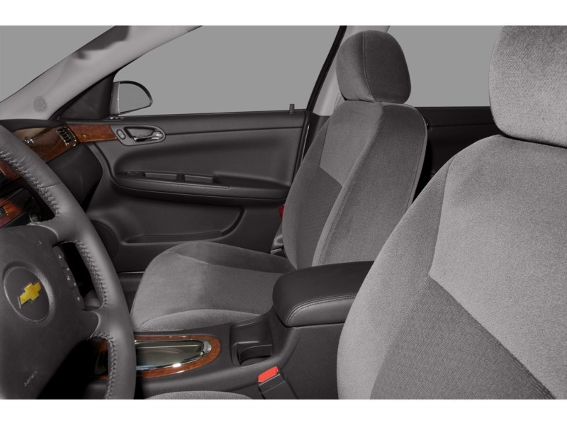 2010 Chevrolet Impala LT Interior Shot 5