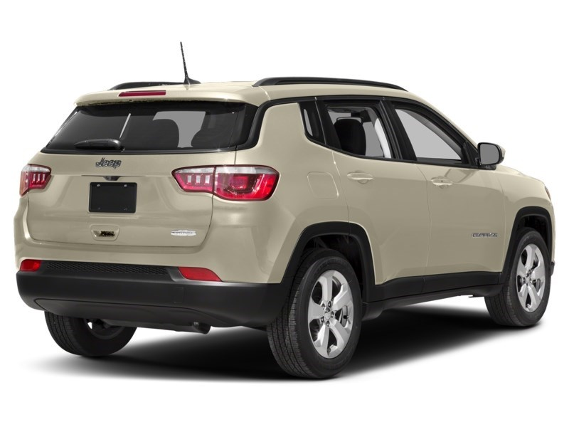 2018 Jeep Compass Limited Pearl White Tri-Coat  Shot 5