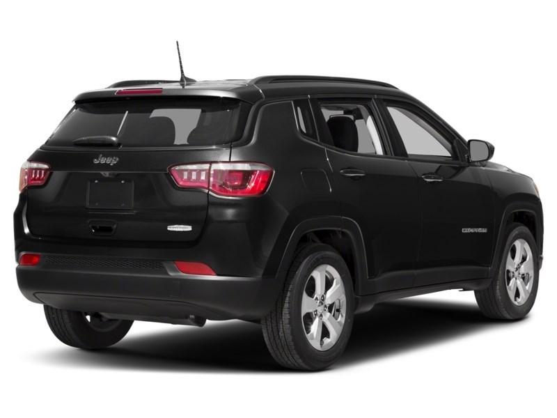 2018 Jeep Compass Limited Diamond Black Crystal Pearl  Shot 29